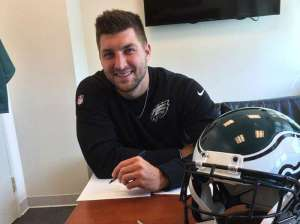 Tebow.signs__2