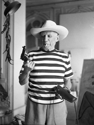 pablo-picasso-with-gary-coopers-gun-hat-1348643101_b