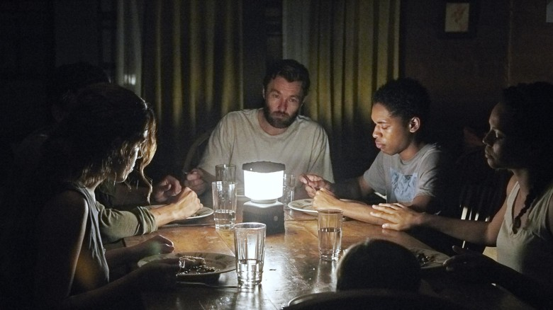 la-et-mn-it-comes-at-night-review-20170608