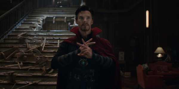 Avengers-Infinity-War-Doctor-Strange-Hand-Motions