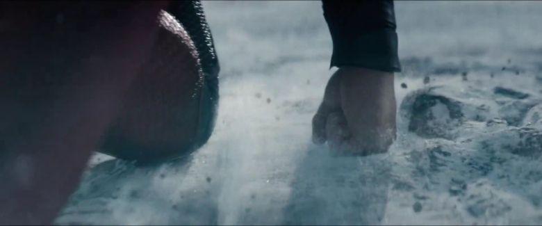 Man-of-Steel-Trailer-Images-Superman-Preparing-for-Flight